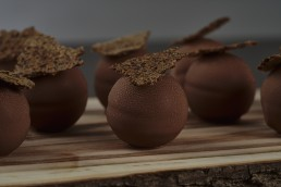 rye-ganache-spheare-in-milk-chocolate-with-rye-cracker