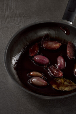 red-wine-shallots-food-drink-photography-berlin