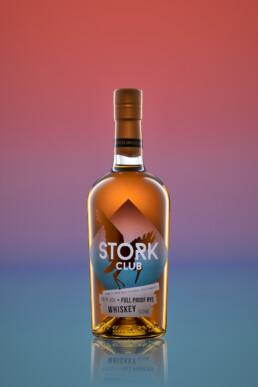 produkt fotografie von stork club full proof rye whiskey
